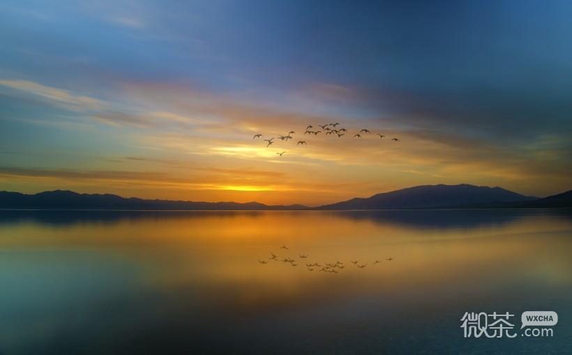 赛里木湖(Sayram Lake)古称净海,位于中国新疆博尔塔拉州博乐市境内的北天山山脉中,紧邻伊犁州霍城县,是一个风光秀丽的高山湖泊。湖面海拔2071.9米,东西长30公里,南北宽25公里,面积453平方公里平均水深46.4米,最深处达106米,蓄水量达210亿立方米。