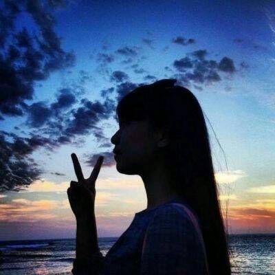 美丽动人女生背影系列微信头像下载_可爱萌萌哒的女生