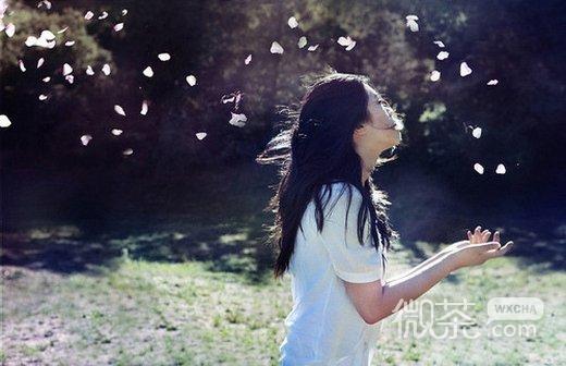 微信唯美女生孤独背影朋友圈配图下载_孤独伤感女生