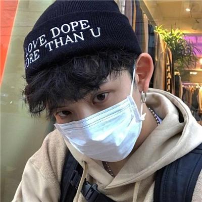 2018最新微信帅气戴帽子男生头像下载