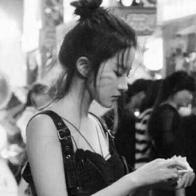 2018微信个性黑白风格霸气女生头像合集下载_可爱萌萌