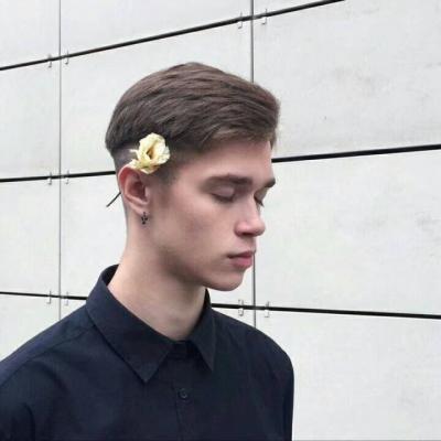 帅气阳光微信最新欧美范男生头像下载图片