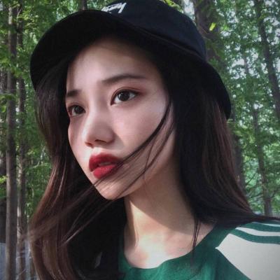 2018微信最新六月唯美小清新美女系列头像下载图片