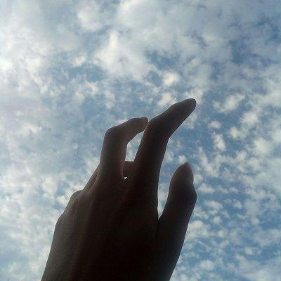 戒爱:伸出的手想抓住什么微信风景头像