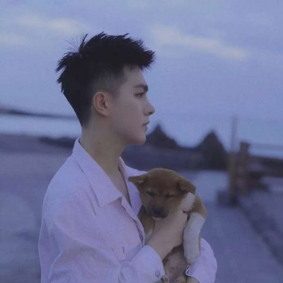 微信男生抱宠物头像