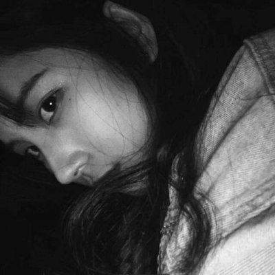 微信黑白伤感个性女生头像