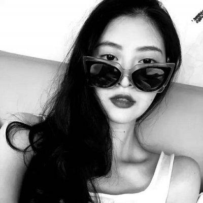 微信黑白高冷霸气女生头像